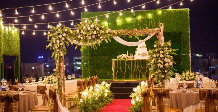 trang trí background đám cưới với đèn