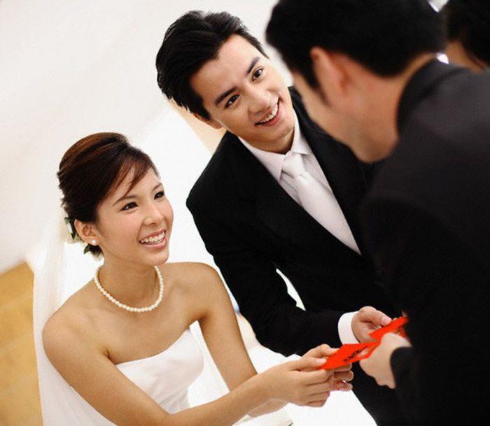 Lời mời đám cưới với bạn bè